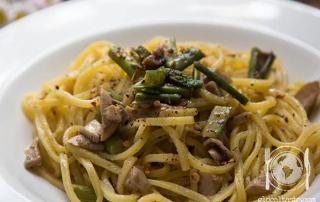 pasta-asparagi-funghi-prugnoli