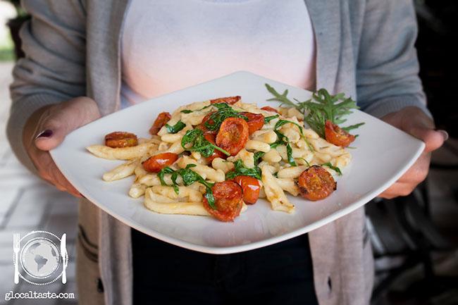 piatto-tricolore-cavatelli-capunti-rughetta-e-pomodorini