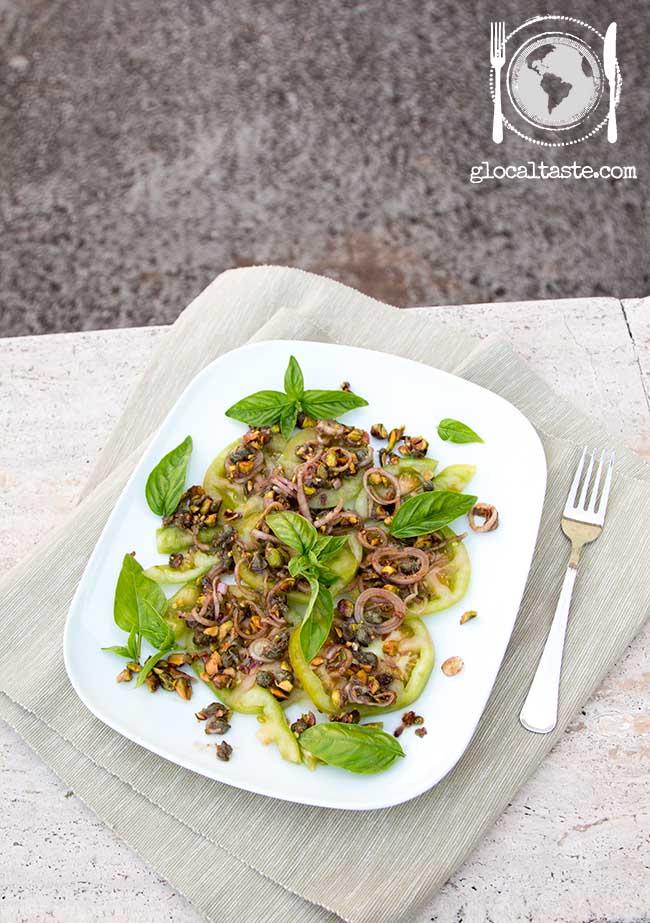 insalata-di-pomodori-verdi-pistacchi