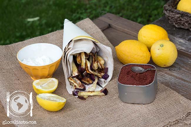 Chip di melanzane con sumac e yogurt di kefir